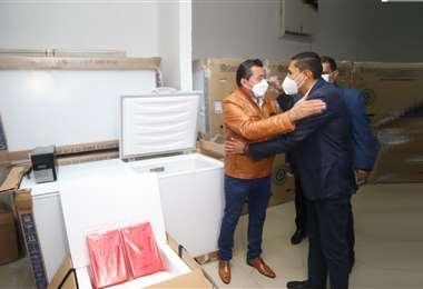 El alcalde entregó 53 equipos de refrigeración, con capacidad de 500 litros cada uno