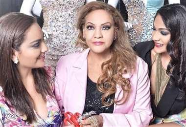 Consuelo de Fiorillo (al centro) con sus hijas Paola y Carla Fiorillo