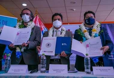 Convenio entre el Ministerio de Salud, la UTO y UPAL
