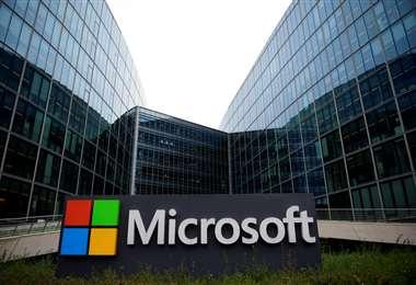 Microsoft se compromete a dejar en Europa datos de clientes europeos. Foto AFP