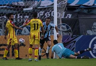 Luiz Fernando celebra su gol. Gremio derrotó a Aragua por 8-0 el jueves. Foto: AFP