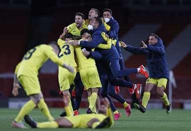 La felicidad de los jugadores de Villarreal por la clasificación a la final. Foto: AFP