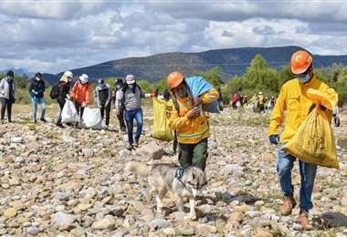 Limpieza de las orillas del río GUadalquivir. Foto: Adrián Vargas