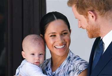 Meghan Markle con su esposo Harry y su hijo Archie