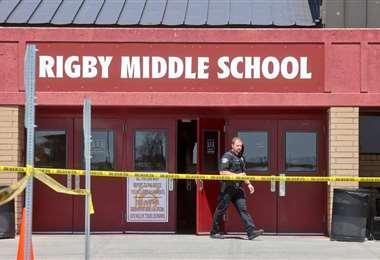 La niña disparó múltiples rondas dentro y fuera de la escuela