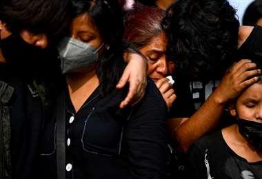 Familiares lloran las muertes de sus seres queridos en México/Foto: AFP