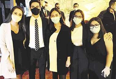 Unidos. Génesis Ortuño, Aarón Justiniano, Tamara Monroy, Nicole Olmedo y Alejandra Gross