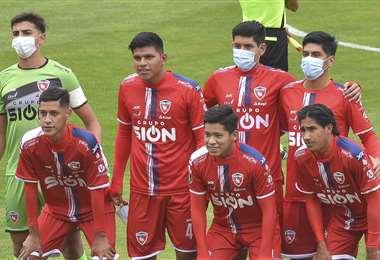 Los siete jugadores que presentó Royal Pari ante el Tigre. Foto: APG Noticias