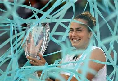 La alegría de La bielorrusa Aryna Sabalenka durante la premiación. Foto: AFP