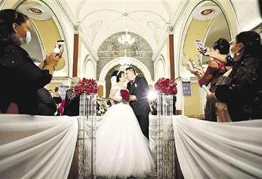 Los declaro marido y mujer... Saliendo de la iglesia, convertidos en esposos