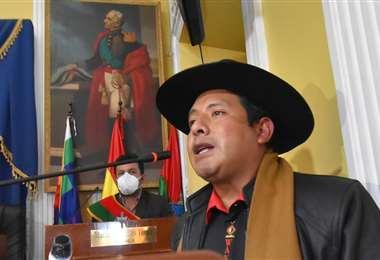 Jallalla anuncia acciones contra el gobernador de La Paz I APG Noticias.