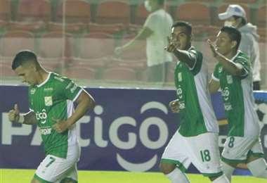 El festejo de Castillo, que anotó ante Real Potosí. Foto: JC Torrejón