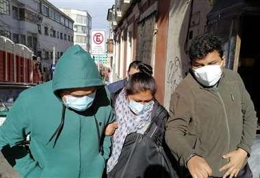 Foto Erbol: el acusado fue arrestado y llevado a su vivienda por la Policía.