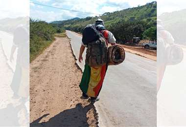 Gonzalo Melgar recorriendo la carretera antigua Cochabamba, rumbo a La Paz. Foto: Facebook