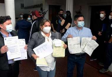 Los familiares de contagiados de coronavirus solicitaron ayuda para comprar medicamentos.