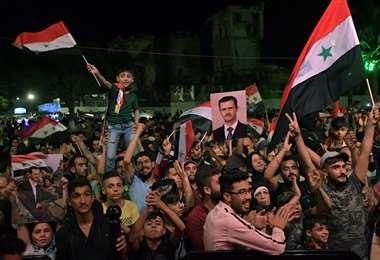 Sirios festejando en la calle. Foto AFP