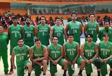 Selección boliviana de basquetbol que se alista en Tarija. Foto: FBB