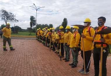 Bomberos se alistan para la capacitación. Foto: GADSC
