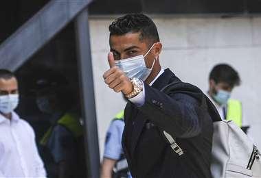 Cristiano Ronaldo antes de volar a Budapest junto con su selección. Foto: AFP