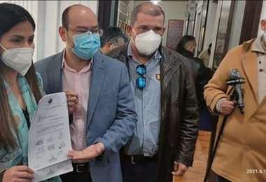 Diputados de Creemos presentan ley corta para importación de vacunas