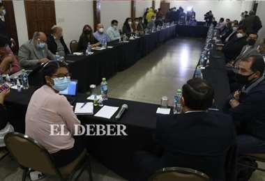 La autoridad sostiene una reunión en un hotel de la ciudad. Foto: Juan C. Torrejón