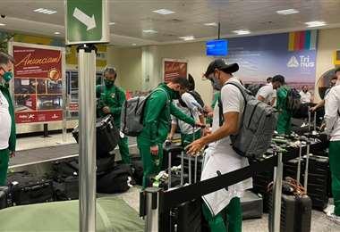 Los jugadores del seleccionado nacional a su arribó a Goiania. Foto: FBF
