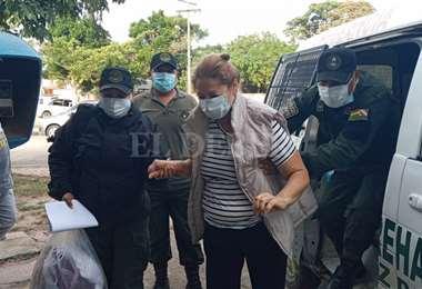 La mujer fue sacada de Palmasola este jueves para ser llevada al centro psiquiátrico.