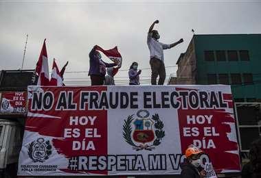 Reñida final de elecciones en Perú