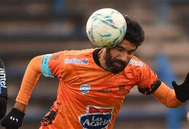 Sebastián Abreu en una acción de su último partido profesional. Foto: AFP