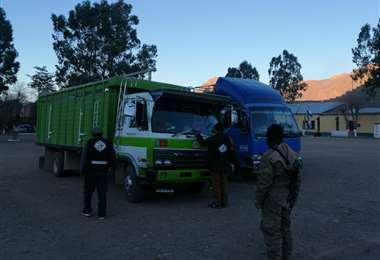 Camiones con productos ilegales buscaban ingresar al interior del país (Foto: Senasag)