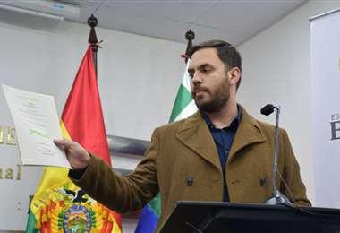 Eduardo del Castillo mostró la documentación que confirma que Bolivia presto cargamento.