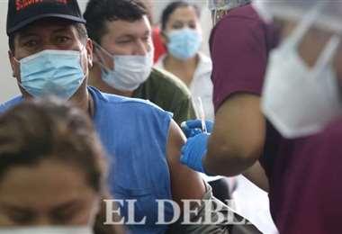 Foto archivo El Deber: solo se están aplicando segundas dosis en Santa Cruz.