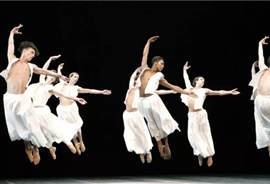 Antiguos y nuevos alumnos del Béjart Ballet  han dado testimonio de los maltratos