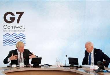 Boris Johnson y Joe Biden en la reunión del G7