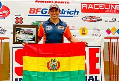 Chavo Salvatierra en el podio de la Baja 500. Foto: Prensa Chavo Salvatierra