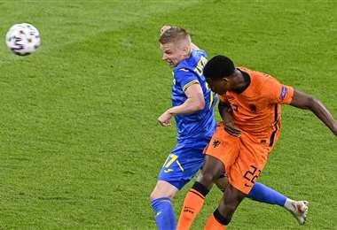 Fue un partido muy disputado el que protagonizaron estas dos selecciones. Foto: AFP