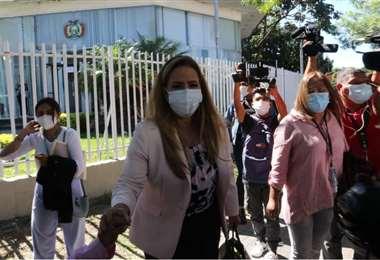 La ex autoridad cruceña salió de la Fiscalía en torno a las 12:30. Foto: Juan C. Torrejón