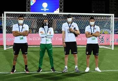 Jugadores de la Verde en la cancha del estadio Olímpico en Goiania. Foto: FBF