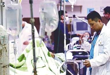 Los hospitales están colapsados por la pandemia/Foto: EL DEBERFoto: EL DEBER