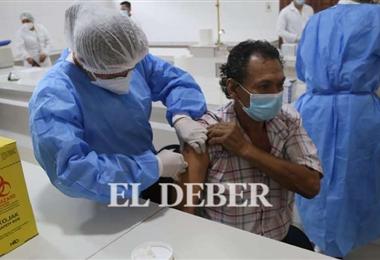 El Sedes pide a la población asistir a los puntos de vacunación. Foto. EL DEBER