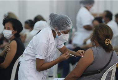 La vacunación masiva continúa en Bolivia. Foto. Juan Carlos Torrejón