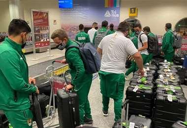 La delegación boliviana a su llegada al aeropuerto de Goiania. Foto: FBF