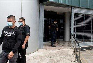 Policías en la entrada de la Casa Presidencial