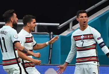 Los goles de Cristiano Ronaldo (dcha.) llegaron en la recta final del juego. Foto: AFP