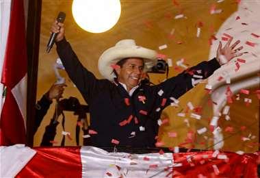 El profesor peruano gana pero aún no puede festejar oficialmente