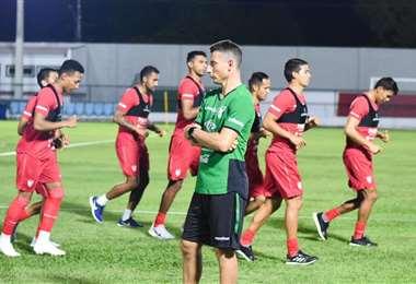 La selección nacional durante la práctica realizada en Cuiabá. Foto: FBF