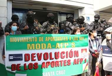 Los aportantes llegaron protestar al SIN/Foto: JC Torrejón