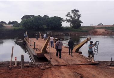 Integrantes de la comisión en el río Itonamas la mañana de este miércoles