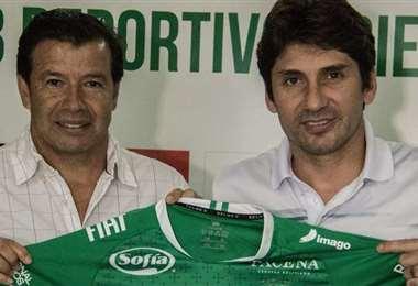 Sánchez y Raldes, DT y presidente, respectivamente, de Oriente Petrolero. Foto: El Deber