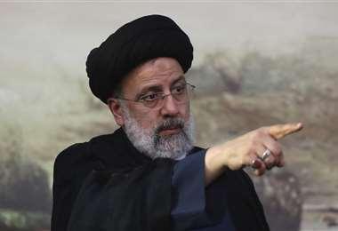 El principal favorito de las elecciones sustituirá al moderado Rohani